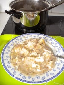Τραχανάς παπάρα σε παραδοσιακό πιάτο